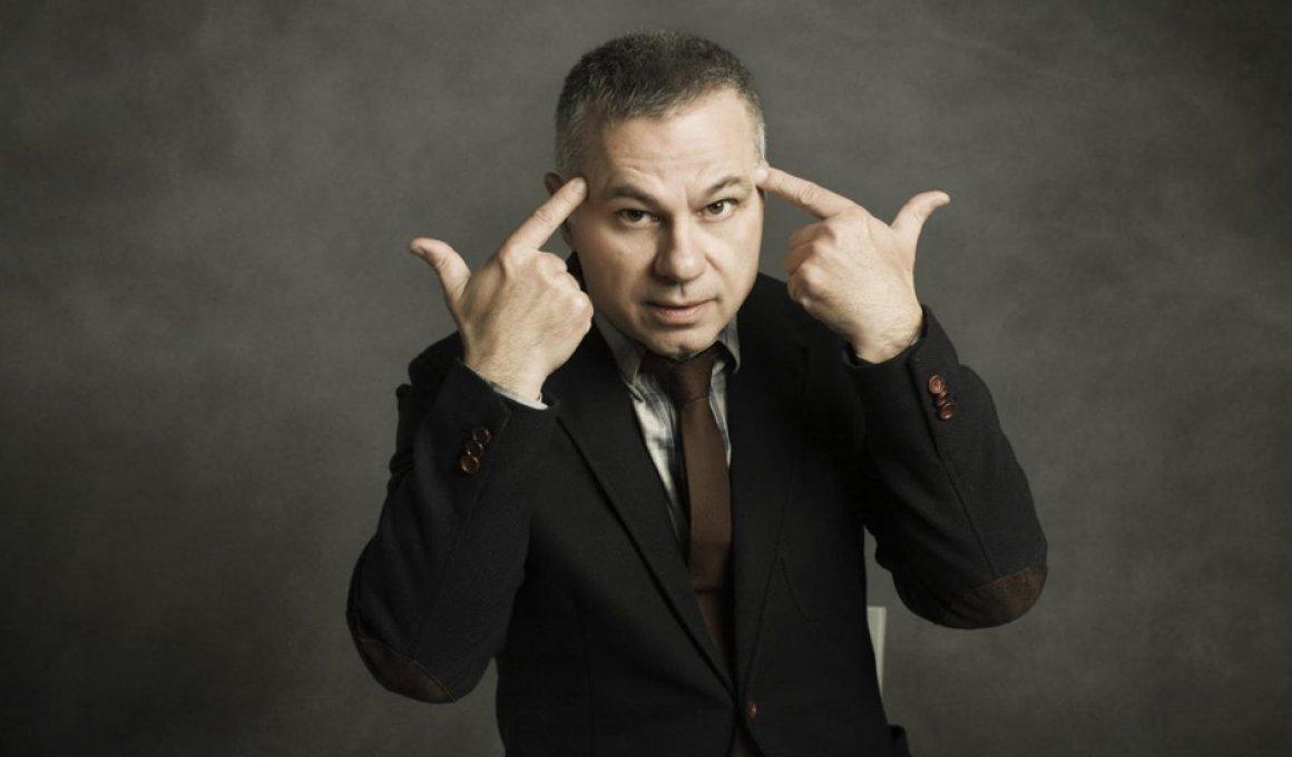 Διαγωνισμος από το Move It Magazine: Stand-up comedy: Χριστόφορος Ζαραλίκος