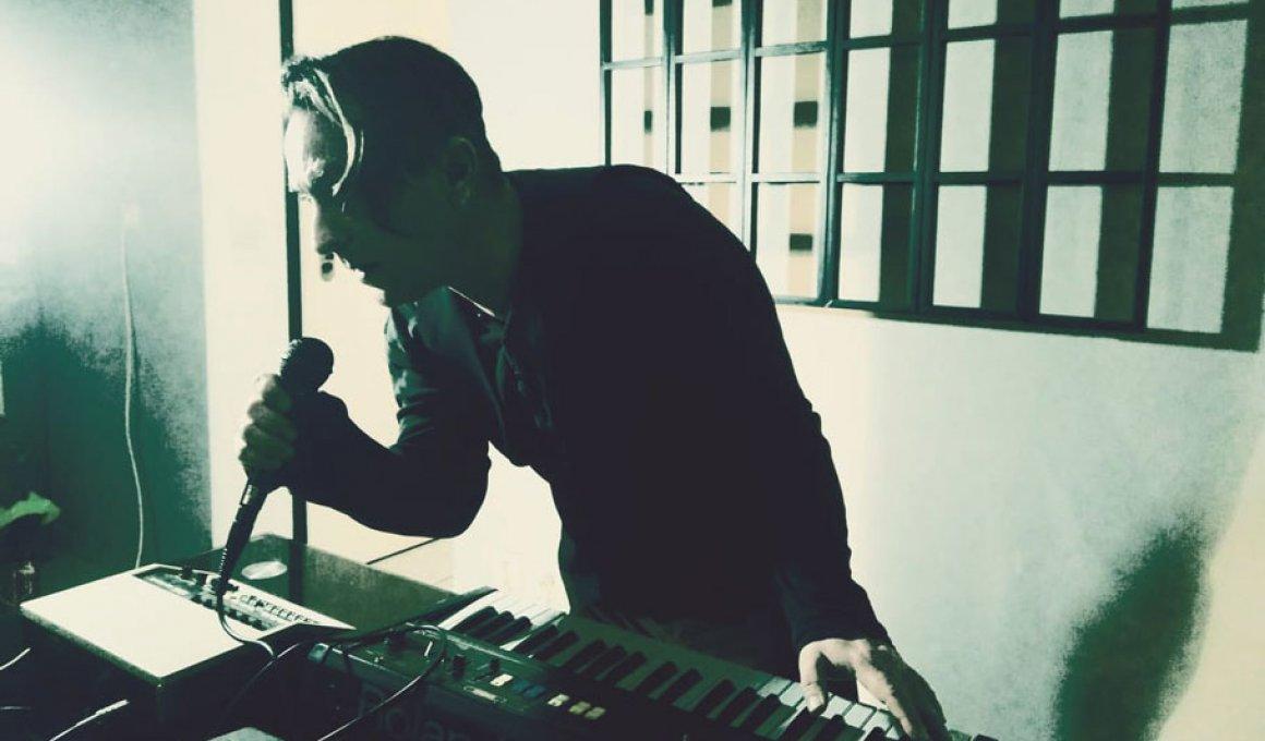 """Music for ordinary life machines"": Synthesizer αγάπη μου"