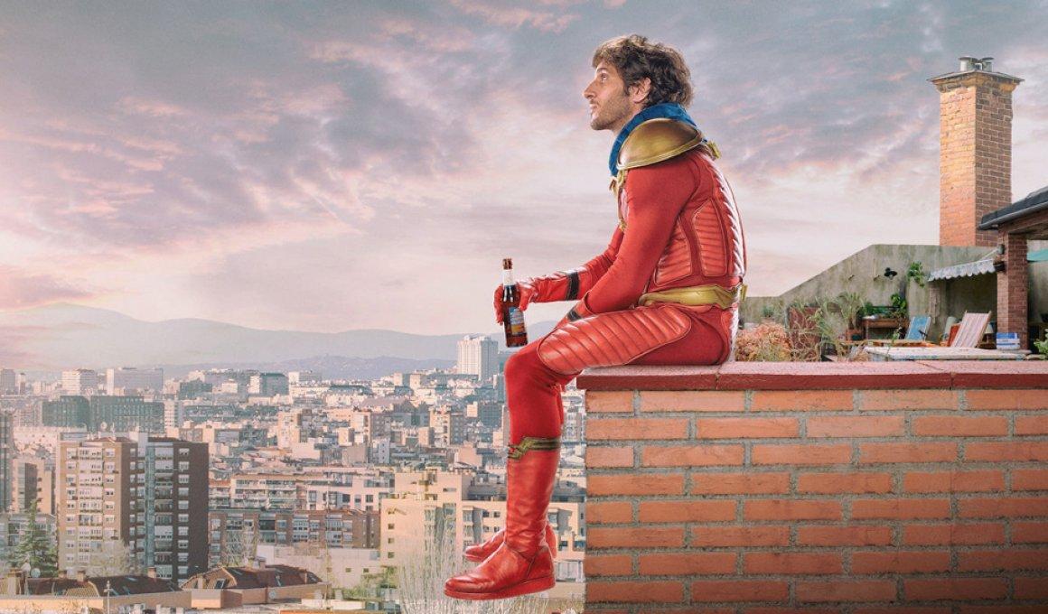 """The neighbor"" season 1: Iσπανός Deadpool"