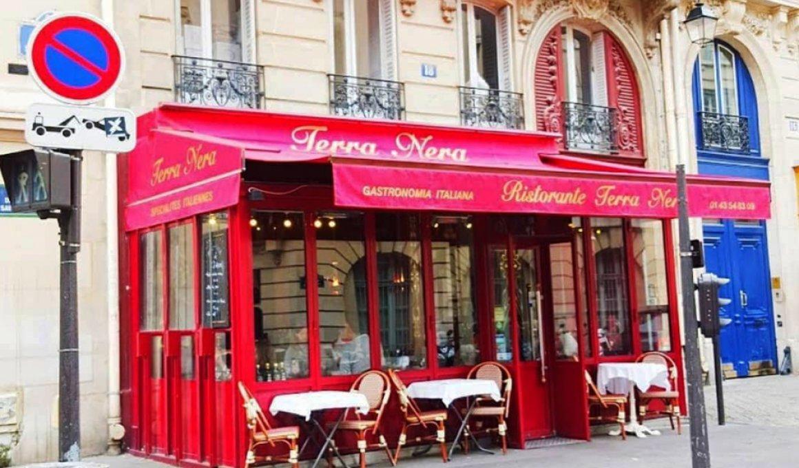 """Πως το """"Emily in Paris"""" απογείωσε ένα παριζιάνικο εστιατόριο"""