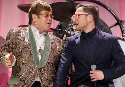 Ο Έλτον Τζον και ο μίμος του μαζί στην σκηνή