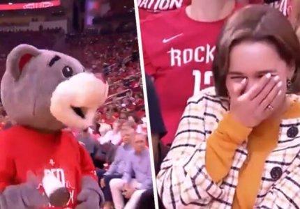 Η μασκότ των Rockets και η Khaleesi