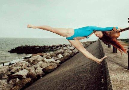 Ο Γιώργος Λάνθιμος φωτογραφίζει μαγιό με πανκ ευαισθησίες