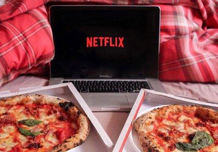 Πληρωθείτε 500 ευρώ για να φάτε πίτσα και να δείτε Netflix