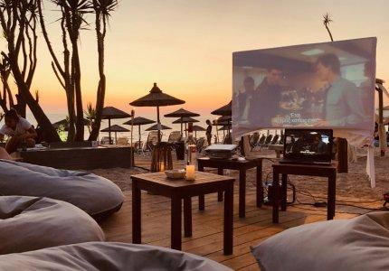 Και beach bar και θερινό σινεμά. Εμπειρία.