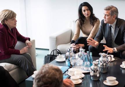 Berlinale 16: Ισχύει. Ο Τζορτζ Κλούνεϊ συνάντησε την Άντζελα Μέρκελ