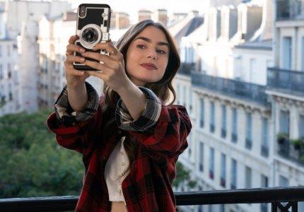 """""""Emily in Paris"""" season 1: Πολύ... city, καθόλου sex"""