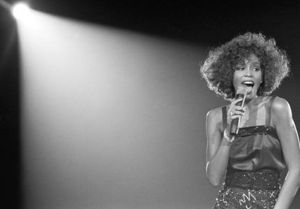 """Νύχτες 17: """"Whitney: Can I Be Me?"""" - Κριτική"""