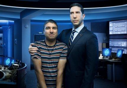 """Intelligence"" season 1: Ο Ρος... James Bond"