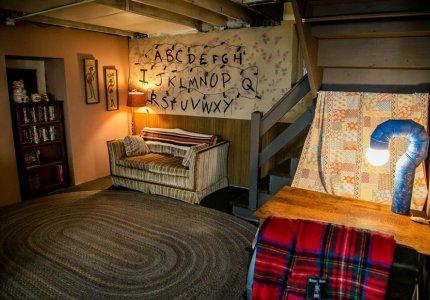 Ένα διαμέρισμα με διακόσμηση «Stranger Things» best seller στο Airbnb
