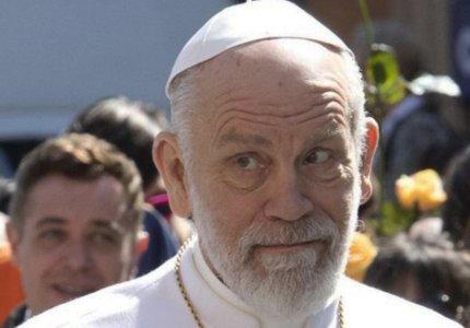 Ο Τζον Μάλκοβιτς Πάπας στον Άγιο Πέτρο της Ρώμης