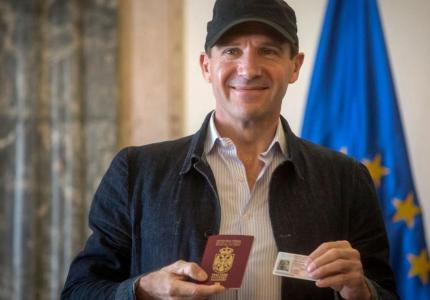 ralph fiennes serbian citizen