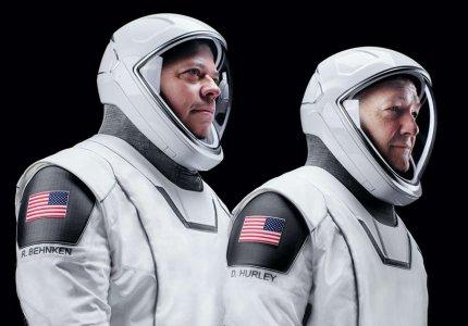 Οι στολές της SpaceX έγιναν από τον σχεδιαστή των Batman & Captain America