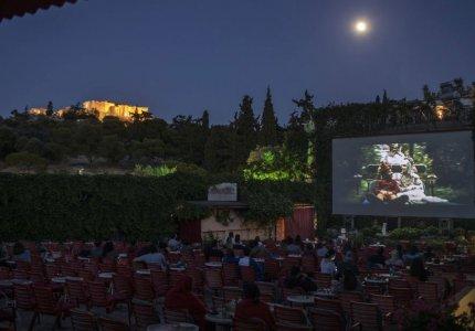 Η Washington Post αποθεώνει τα ελληνικά θερινά σινεμά