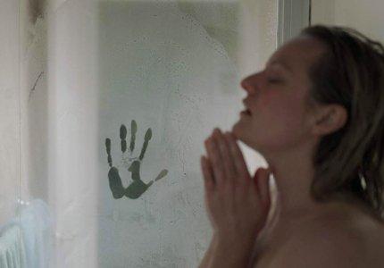 """Ο 'Αόρατος Άνθρωπος"""" στοιχειώνει την Ελίζαμπεθ Μος"""
