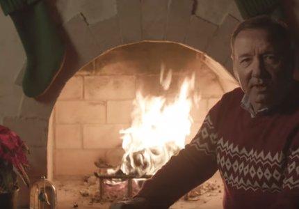 Ο Κέβιν Σπέισι σας εύχεται Καλά Χριστούγεννα