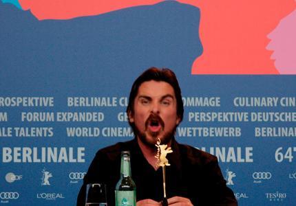 """Berlinale 14: """"Αmerican Hustle"""" συνέντευξη τύπου και οι γκριμάτσες του Κρίστιαν Μπέιλ"""