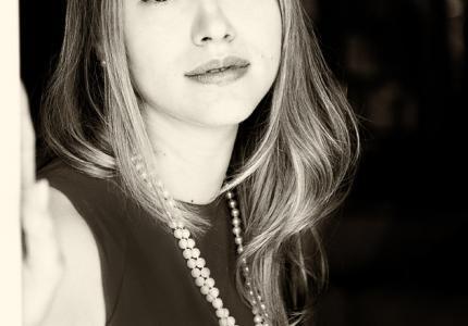 """Ζένια Καπλάν: Η """"femme fatale"""" του """"Illusion"""""""