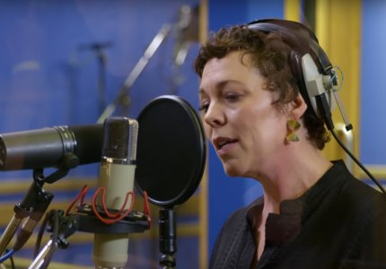 H Ολίβια Κόλμαν τραγουδά το «Glory Box» των Portishead