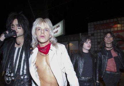 """The Dirt"": Mötley Crüe, ροκ, καταστροφή, ακολασία"