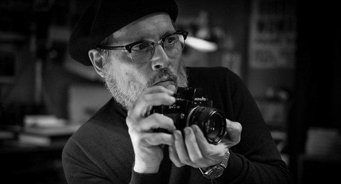 Berlinale 2020: Ο Τζόνι Ντεπ πιάνει την φωτογραφική κάμερα